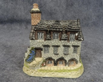 British Traditions Burn's Reading Room Ceramic Building Figurine