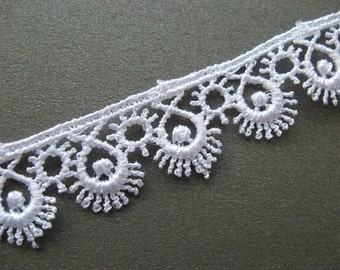 PER METRE Guipure Venise Lace Trim in White, sunshine/eyelashes motif, 15mm wide