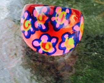 1960's Vintage Lucite Red Flower-Power Dome Ring Size 7