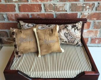 Welcoming wood Pet Bed