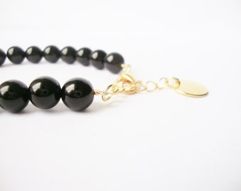 Bracelet beads Onyx, smooth Pearl and medal Golden