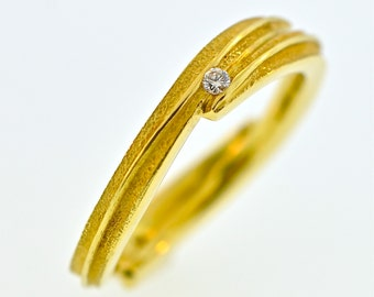 2 leaf band with 2 diamonds