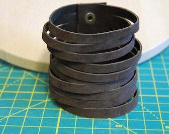 Bracelet brown suede