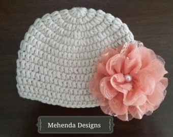 Newborn baby girl beanie.Beige crochet baby girl beanie.Embellished beanie.Newborn beanie