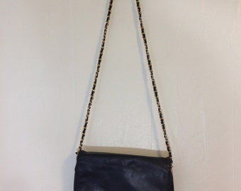 Minimalist Shoulder Bag with Gold Chain Strap