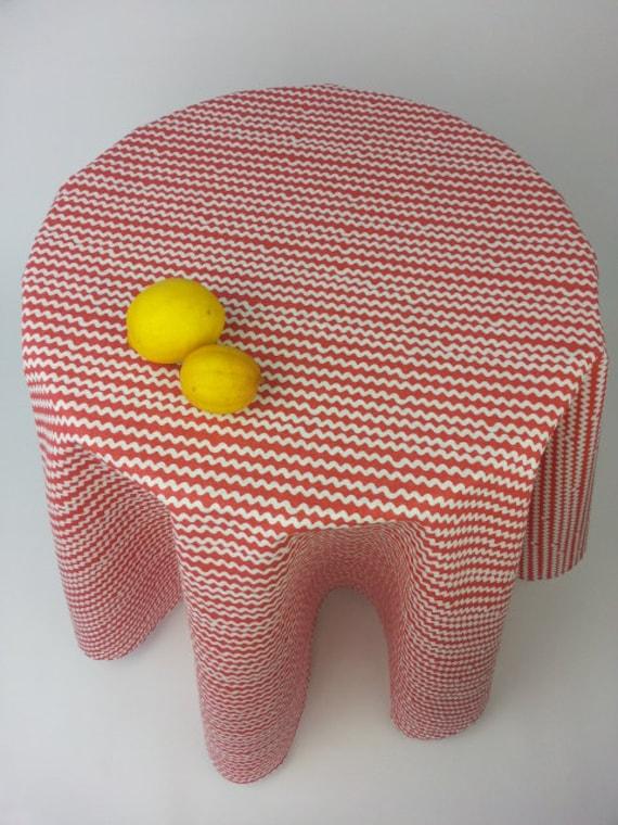 jolie ronde nappes rouge nappe ronde jolies par yulkishomedecor. Black Bedroom Furniture Sets. Home Design Ideas