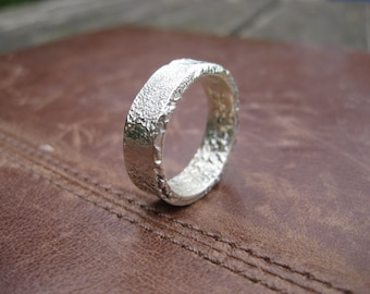Hand forged reticulated and fused Electrum / Green gold - Ring / Band - Suitable for wedding or engagement - 9ct gold content