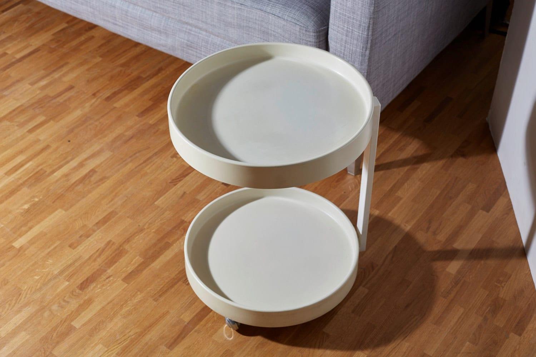 70er Jahre Tisch, rundes Tischchen aus Kunststoff auf 4