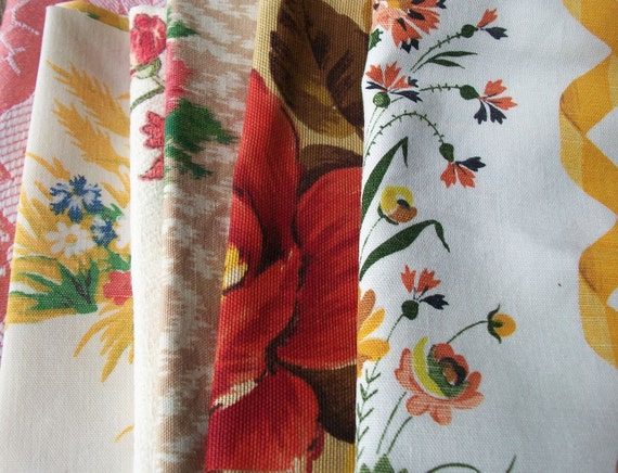 Bundle of pretty Floral Vintage French Fabric Late Summer flowers Material Blocks Remnants
