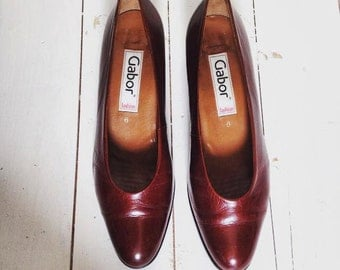 Ladies beautiful Vintage classic Gabor shoes. Brown leather heel.