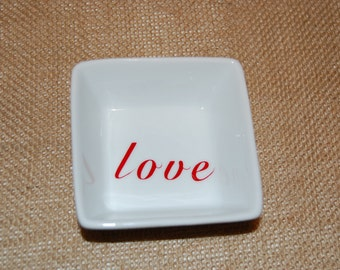 "Square Ring Dish ""love"""