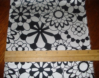 100% Silk Charmeuse Prints - Pinwheel Black/White