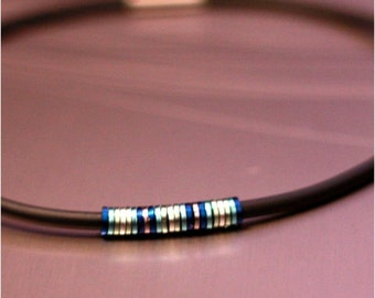 Ice Necklace / Anodized Aluminium / Silicon / Rubber / PVC / Lightweight / Silver / Blue / Black / Magnetic