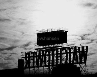BROOKLYN PHOTO: Brooklyn Landmark, The Watchtower Sign