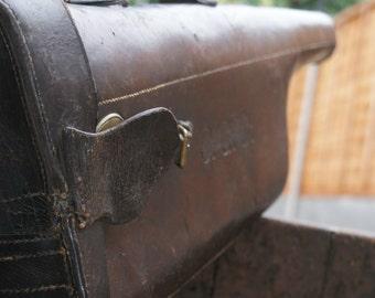 Antique leg of mutton leather shotgun case circa 1910