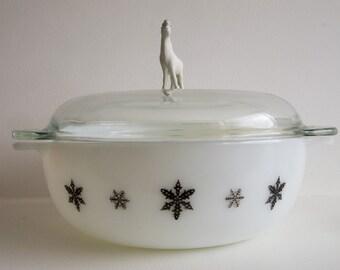 Vintage snowflake Pyrex dish