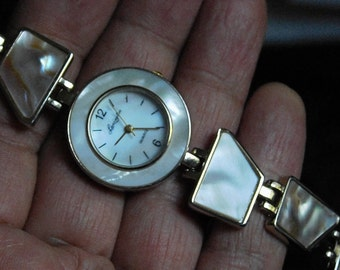 Vintage LEXINGTON Natoral Abalone Watch Works Great ( New Battery)