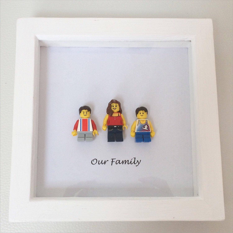 cadre de portrait de famille personnalis lego. Black Bedroom Furniture Sets. Home Design Ideas