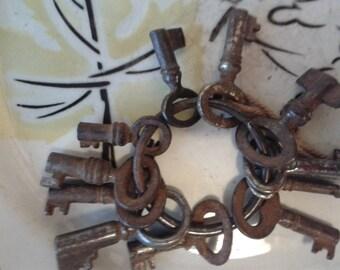11 maleta-maletin - pouch 19th, with old keychain key