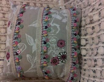 Linen & Buttons Pillow