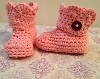 Crochet Baby Boot, wrap around boot, baby boot with buttons, ruffle top baby boot