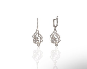 Z Design-1 Earring With Crystals