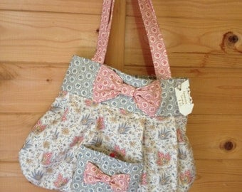 This is a fun, fully reversible cotton fabric bag.
