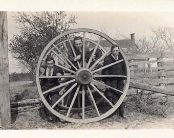 Vintage photo 1920 Men Spoke Guys Poke Heads Through Giant Wagon Wheel Unusual