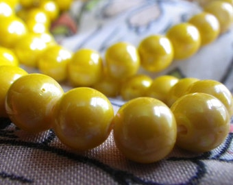 Vintage Opaque Yellow Glass Luster Beads 8mm Rounds 50 Pcs