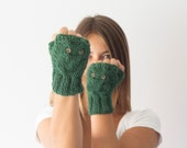Green texting gloves with owl pattern,fingerless gloves,wrist warmers,mittens,gift for her,womens knit gloves,half finger