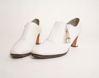 Vintage 1960s Boots - Ivory White Norman Kaplan Ankle Booties - US Size 8