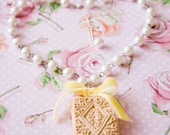 Custard Cream Necklace
