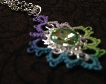 Green Duchess - Needle Tatted Pendant