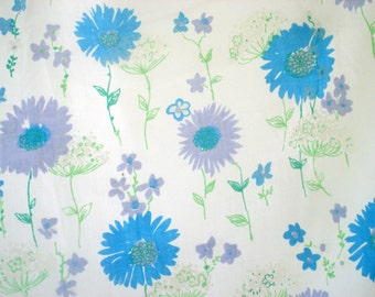 Bright white sheet with large flowers - full fitted