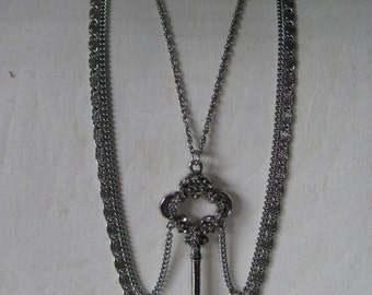 Chunky Key Flower Silver Necklace Vintage Chain Three Strand Skeleton Key