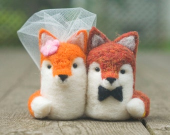 Needle Felted Wedding Cake Topper - Fox Couple