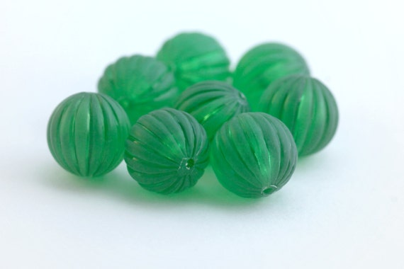 Vintage Lucite Green Fluted Matte Round Melon Beads 14mm (8)