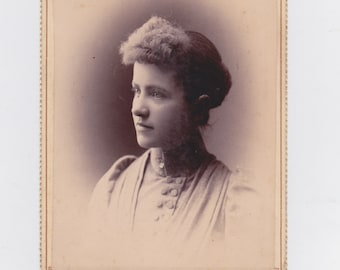 1800s vintage cabinet photo. from Sullivan, Ills.. pretty young lady.