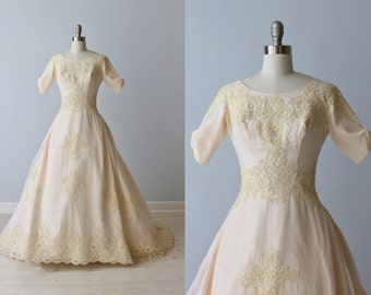 1950s Wedding Dress / 1950s Lace Wedding Gown / Elbow Sleeves / Full Skirt / Blush Pink / Chablis