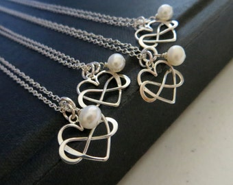 Bridesmaid infinity necklace set of 4, bridesmaid jewelry, infinity heart charm, wedding jewelry, pearl accent