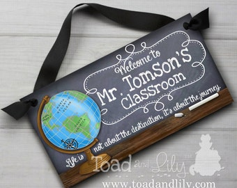 Teacher Chalkboard Classroom with World Globe Quotation Saying DOOR SIGN Teacher End of Year Christmas Present Gift TDS014