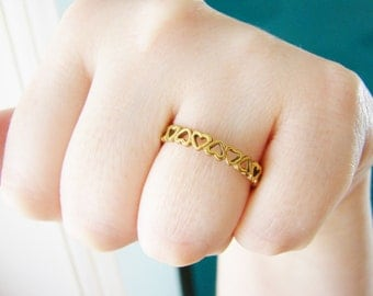 Vintage gold heart ring band- size 10