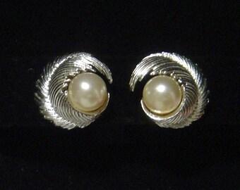 LISNER faux Pearl Earrings silvertone swirl leaf Very classy!