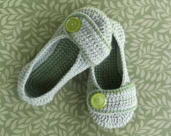 Crochet Women's Slippers size 5-6 - ready to ship