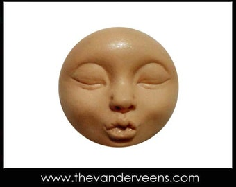 Mold No.229 (Full moon Face with Kissing) by Veronica