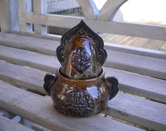 Caramel Arabesque Winged Pot