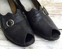 Vinatge Shoes, Peep Toe Pumps, 1940s Leather Heels, Black Leather Peeo Toe Pumps With Buckle Detail, Size 7 Rockabilly, Pin Up Shoes, Heels