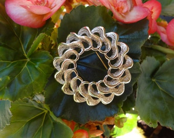 Vintage Gold Ruffled Circle Pin