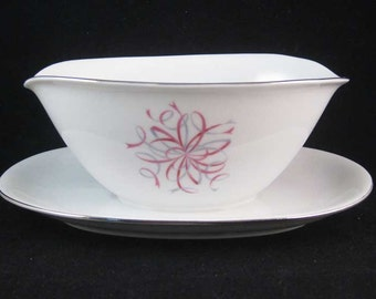 """Baveria Germany """"Bon Ton"""" Gravy Boat W/Attached Underplate By Jaeger & Co."""