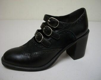 Vintage WILD PAIR Black Wing Tip Detailed Pumps w Triple Instep Straps Size 6 M
